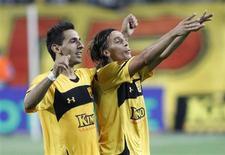 <p>Javito, do Aris Salonika, comemora gol em vitória por 1 x 0 sobre o Atlético de Madri pela Liga Europa. REUTERS/Grigoris Siamidis</p>