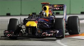 <p>Sebastian Vettel da Red Bull durante sessão de treino livre do GP de Cingapura. Vettel estabeleceu a melhor volta do segundo treino livre do dia, pouco após seu companheiro de equipe Mark Webber ter sido o melhor na primeira parte. 24/09/2010 REUTERS/Vivek Prakash</p>