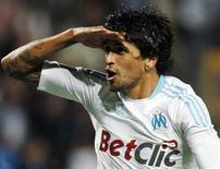 <p>Lucho González, do Olympique de Marselha, comemora gol contra o Sochaux durante partida da Liga Francesa em Marselha, 25 de setembro de 2010. REUTERS/Philippe Laurenson</p>