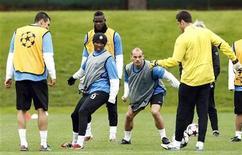 """<p>Игроки """"Интера"""" на тренировке в пригороде Милана 27 апреля 2010 года. Матчи шестого тура итальянской серии A пройдут в субботу и воскресенье. REUTERS/Alessandro Garofalo</p>"""
