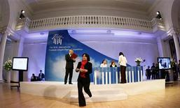 <p>Huang Shih-wei of Taiwan walks off the stage after an official draw during auditions at the 16th International Fryderyk Chopin Piano Competition in Warsaw September 30, 2010. REUTERS/Kacper Pempel</p>