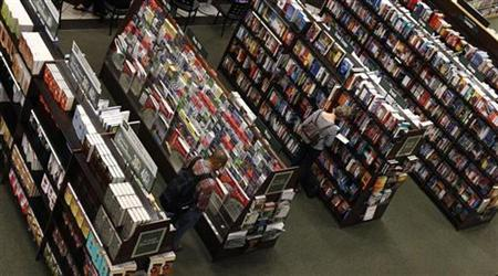Shoppers browse at a Barnes and Noble bookstore in Arlington, VA, August 24, 2010. REUTERS/Kevin Lamarque