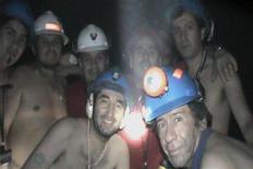 <p>Замурованные шахтеры в подземной ловушке недалеко от Копьяпо 17 сентября 2010 года.Операция по спасению 33 шахтеров, оказавшихся в подземной ловушке после обрушения шахты в Чили два месяца назад, успешно завершилась в четверг утром. REUTERS/Chilean Government/Handout</p>
