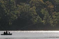 <p>Fishermen cast a line into the lake at Eagles Mere, Pennsylvania, September 5, 2010. REUTERS/Tim Shaffer</p>
