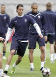 """<p>Игроки """"Бордо"""" на тренировке в Лионе 29 марта 2010 года. Матч 11-го тура чемпионата Франции между """"Монако"""" и """"Бордо"""", отложенный из-за проливных дождей, пройдет во вторник. REUTERS/Robert Pratta</p>"""
