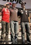 <p>Os pilotos brasileiros Felipe Massa (E), Bruno Senna (C) e Lucas di Grassi participam de entrevista em São Paulo. REUTERS/Nacho Doce</p>