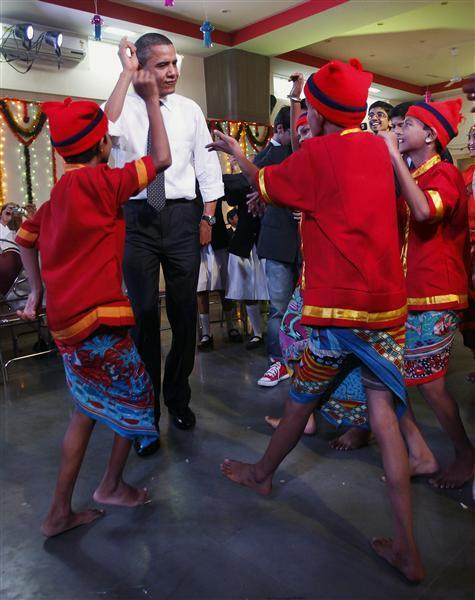Obamas dance to Indian tunes   Reuters com