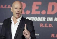 """<p>Bruce Willis promove seu filme """"RED - Aposentados e Perigosos"""" em Berlin, em outubro. 18/10/2010 REUTERS/Tobias Schwarz</p>"""