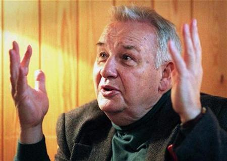 Poland's composer Henryk Gorecki talks with his hands during an interview in Helsinki November 2, 1998. Reuters/file