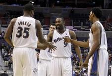 """<p>Игроки """"Вашингтона"""" радуются победе над """"Торонто"""" в Вашингтоне 16 ноября 2010 года. """"Вашингтон"""" обыграл """"Торонто"""" в матче Национальной баскетбольной ассоциации (НБА), показав, что может побеждать и без самого результативного игрока клуба Джона Уолла. REUTERS/Jason Reed</p>"""