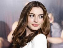 """<p>Anne Hathaway na estreia de seu filme """"O Amor e Outras Drogas"""" em Hollywood. 04/11/2010 REUTERS/Fred Prouser</p>"""