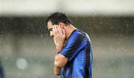 <p>Dejan Stankovic, da Inter de Milao, reage durante partida contra o Chievo no estádio Marc'Antonio Bentegodi, em Verona, 21 de novembro de 2010. REUTERS/Giampiero Sposito</p>