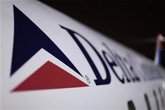 <p>Самолет авиакомпании Delta Airlines в аэропорту имени Джона Кеннеди в Нью-Йорке, 25 декабря 2009 года. Направлявшийся в Москву самолет авиакомпании Delta Airlines благополучно приземлился в международном аэропорту имени Джона Кеннеди в Нью-Йорке после возникших проблем с двигателем, сообщили представители аэропорта.</p>