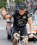 <p>Lance Armstrong durante a Tour de France em julho. O heptacampeão vai disputar uma prova de triatlo na Nova Zelândia após encerrar sua carreira de ciclista em janeiro. 25/07/2010 REUTERS/Francois Lenoir</p>