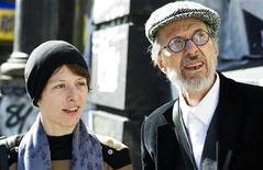<p>Graphic artist Sophie Crumb poses for a portrait with her father Robert Crumb in New York, November 1, 2010. REUTERS/Lucas Jackson</p>