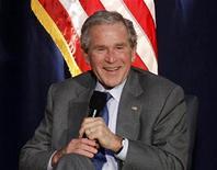 """<p>Foto de archivo del ex presidente estadounidense George W. Bush durante una conferencia en el valle de Simi, EEUU, nov 18 2010. Las memorias del ex presidente estadounidense George W. Bush, """"Decision Points"""", han vendido más de 1,1 millones de copias desde su lanzamiento este mes, dijo el miércoles su editor. REUTERS/Lucy Nicholson</p>"""