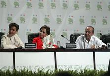 <p>Executive Secretary of the United Nations Climate Change Secretariat (UNFCCC) Christiana Figueres (L), Mexico's Foreign Minister Patricia Espinosa (C) and Mexico's President Felipe Calderon attend the inauguration of the U.N. climate talks in Cancun November 29, 2010. REUTERS/Ariel Gutierrez/Mexico Presidency/Handout</p>