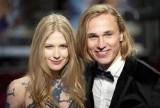 <p>British actor William Moseley and actress Laura Brent pose for photographers as they attend the World Royal Premiere of the new film 'The Chronicles of Narnia: The Voyage of the Dawn Treader' in Leicester Square, London November 30, 2010. REUTERS/Kieran Doherty</p>