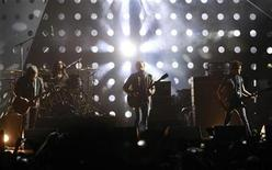<p>U.S. band Kings of Leon perform during the MTV Europe Music Awards 2010 in Madrid in this November 7, 2010 file photo. REUTERS/Andrea Comas</p>