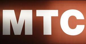 <p>Логотип МТС в Москве 25 февраля 2010 года. Крупнейший сотовый оператор России МТС за 50 рублей в месяц обещает оповестить владельцев автомобилей в Москве об эвакуации их транспорта правоохранительными органами. REUTERS/Sergei Karpukhin</p>