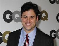 "<p>Foto de archivo del comediante Jimmy Kimmel a su llegada al fiesta ""Hombre del año"" de la revista GQ en Hollywood, nov 17 2010. ABC finalmente moverá ""Jimmy Kimmel Live!"". REUTERS/Fred Prouser</p>"