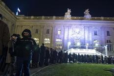 <p>People queue outside the Grand Palais to view the Monet painting exhibit in Paris January 21, 2011. REUTERS/Gonzalo Fuentes</p>