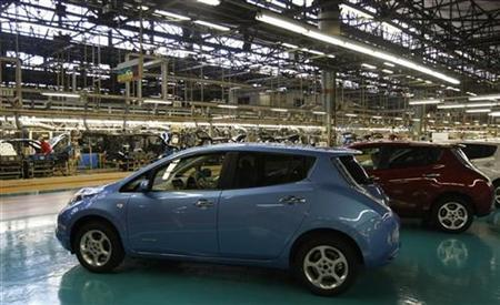 Nissan Motor's Leaf electric cars are displayed at Oppama plant, in Yokosuka, south of Tokyo January 25, 2011. REUTERS/Kim Kyung-Hoon