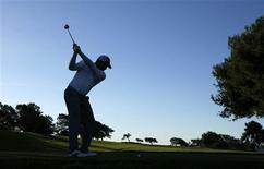 <p>Venezuelan golfer Jhonattan Vegas hits off the second tee during an early morning practice round on the south course at Torrey Pines in San Diego, California January 25, 2011. REUTERS/Mike Blake</p>