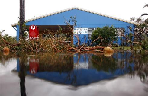 Cyclone Yasi hits Australia