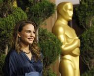 """<p>Natalie Portman, indicada ao Oscar de melhor atriz por """"Cisne Negro"""" no almoço dos indicados em Beverly Hills. Os organizadores estenderam seu tapete vermelho digital, convidando as mães dos indicados a se manifestarem no Twitter durante a cerimônia. 07/02/2011 REUTERS/Mario Anzuoni</p>"""
