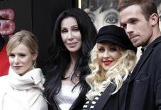 """<p>Kristen Bell, Cher, Christina Aguilera e Cam Gigandet em exibição do filme """"Burlesque"""", em Paris. 15/12/2010 REUTERS/Jacky Naegelen/Arquivo</p>"""