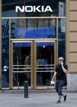 <p>Antti Rinne, président du syndicat Ammattiliitto, estime que la nouvelle alliance de Nokia avec Microsoft dans les smartphones menace plus de 5.000 emplois de recherche & développement en Finlande. /Photo d'archives REUTERS/Bob Strong</p>
