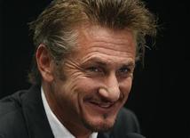 <p>Ator Sean Penn durante coletiva de imprensa em Viena. O ator voltou a pressionar publicamente pela ajuda internacional na reconstrução do Haiti após o terremoto devastador que atingiu o país em 2010. 15/02/2011 REUTERS/Lisi Niesner</p>