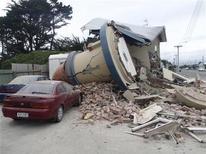 <p>Здание, разрушенное в результате землетрясения в Новой Зеландии, 22 февраля 2011 года. Сильное землетрясение произошло утром во вторник в Новой Зеландии и уже унесло жизни как минимум 65 человек во втором по величине городе Крайстчерче. REUTERS/Jason Tweedie</p>