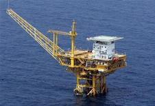 <p>A natural gas extraction rig known as Chunxiao in China, Shirakaba in Japan, is seen in this photo taken from Japan Maritime Self-Defence Force's P3C airplane, September 2005. REUTERS/Kyodo</p>