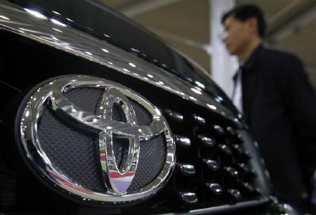 A visitor looks at vehicles displayed at a Toyota Motor Corp showroom  in Tokyo May 11, 2010. REUTERS/Yuriko Nakao/Files