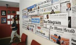 <p>Bureaux du groupe de presse McClatchy à Washington. Le nombre de lecteurs de la presse en ligne et les revenus publicitaires sur internet ont dépassé l'année dernière, pour la première fois aux Etats-Unis, ceux des journaux imprimés. /Photo d'archives/REUTERS/Kevin Lamarque</p>