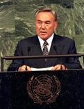 <p>Президент Казахстана Нурсултан Назарбаев выступает на саммите ООН 23 июня 1997 года. Организация по безопасности и сотрудничеству в Европе (ОБСЕ) в преддверии внеочередных президентских выборов в Казахстане в очередной раз раскритиковала власти страны за жесткие законы по отношению к СМИ, которые способствуют их самоцензуре. REUTERS/Mike Blake</p>