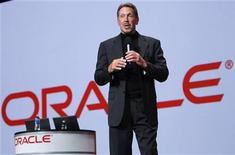 <p>Larry Ellison, le fondateur d'Oracle. Le spécialiste des logiciels de gestion de bases de données fait état d'un résultat trimestriel supérieur aux attentes et d'un dividende relevé de 20%, portés par la hausse des investissements de ses clients. /Photo d'archives/REUTERS/Robert Galbraith</p>