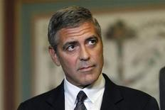 <p>O ator George Clooney participa de reunião no Capitólio, fora do escritório de Relações Exteriores do Senado dos EUA, em Washington. 12/10/2010 REUTERS/Hyungwon Kang</p>