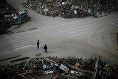 <p>People walk in an area destroyed by the March 11 earthquake and tsunami in Taro town, Iwate Prefecture March 29, 2011. REUTERS/Carlos Barria</p>