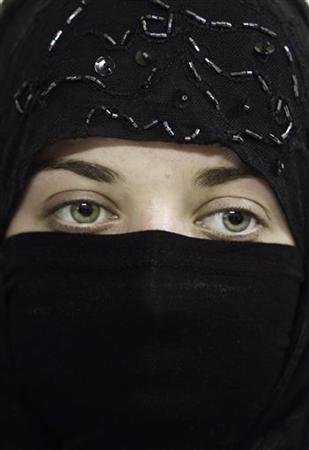 A Syrian girl wears a veil also known as niqab in Damascus July 21, 2010. REUTERS/Khaled al-Hariri