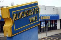 <p>Imagen de archivo de una tienda de arriendo de videos Blockbuster en Broomfield, EEUU. abr 6 2011. La compañía de televisión satelital Dish Network Corp puede seguir adelante con su compra de Blockbuster Inc por 320 millones de dólares, dictaminó un el jueves un juez de quiebras. REUTERS/Rick Wilking/Archivo</p>