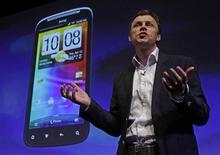 <p>Phil Blair, vice-presidente de produtos e operações da HTC, fala durante lançamento do HTC Sensation, em Londres. 12/04/2011 REUTERS/Luke MacGregor</p>