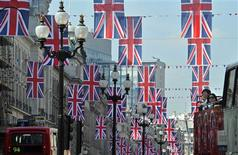 <p>Tourists on a bus tour view Union flags hung along Regent Street in London in celebration of the forthcoming Royal wedding, April 19, 2011. REUTERS/Toby Melville</p>