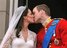 <p>Britain's Prince William and his wife Catherine, Duchess of Cambridge kiss on the balcony of Buckingham Palace, following following their wedding at Westminster Abbey in London April 29, 2011. REUTERS/John Stillwell/Pool</p>