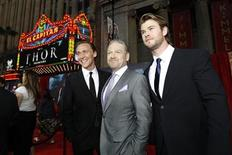 """<p>Director Kenneth Branagh (C) poses with cast members Chris Hemsworth (R) and Tom Hiddleston at the premiere of """"Thor"""" at the El Capitan theatre in Hollywood, California May 2, 2011. REUTERS/Mario Anzuoni</p>"""