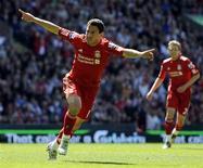 <p>Maxi Rodríguez, do Liverpool, comemora gol contra o Newcastle em partida do Capeonato Inglês, em Liverpool. 09/05/2011 REUTERS/Russell Cheyne</p>