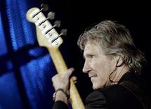 <p>British rock star Roger Waters of Pink Floyd performs at the Rock in Rio festival held in Lisbon, Portugal June 2, 2006.</p>
