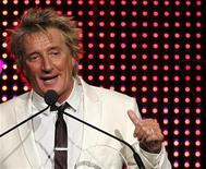 <p>Singer Rod Stewart accepts the Founders Award at the 28th annual ASCAP (American Society of Composers, Authors and Publishers) Pop Music Awards in Hollywood, California April 27, 2011. REUTERS/Mario Anzuoni</p>